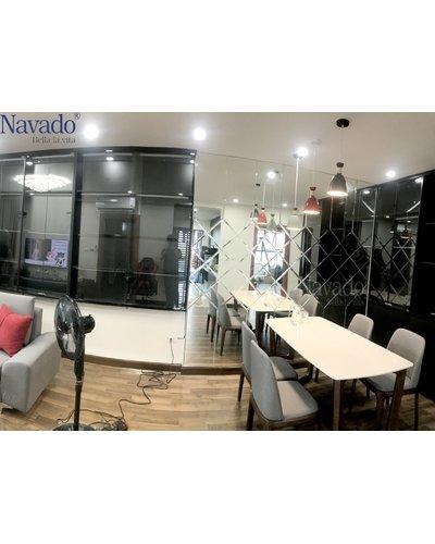 Gương ghép tường phòng khách sang trọng Navado