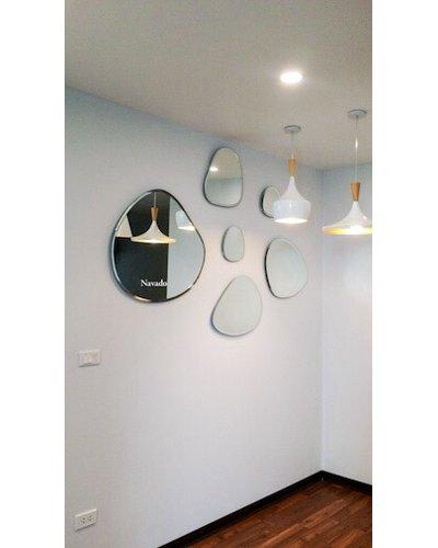 Gương ghép tường phòng khách nghệ thuật độc đáo