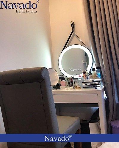 Gương bàn trang điểm đèn Led dây da đen