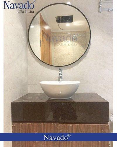 Gương phòng tắm gắn tường vành thép