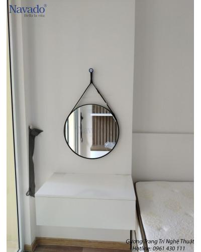Gương treo dây da trang điểm màu đen 50cm